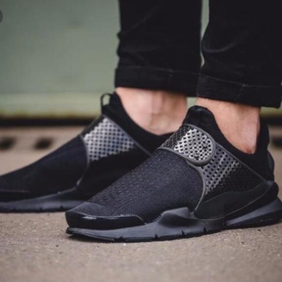 03f879a9ff8 Nike Sock Dart Black on Black Sneakers New 7